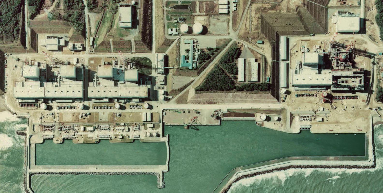 Vista aérea da central nuclear de Fukushima