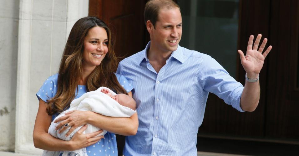 Kate e William com o príncipe George (foto: divulgação)