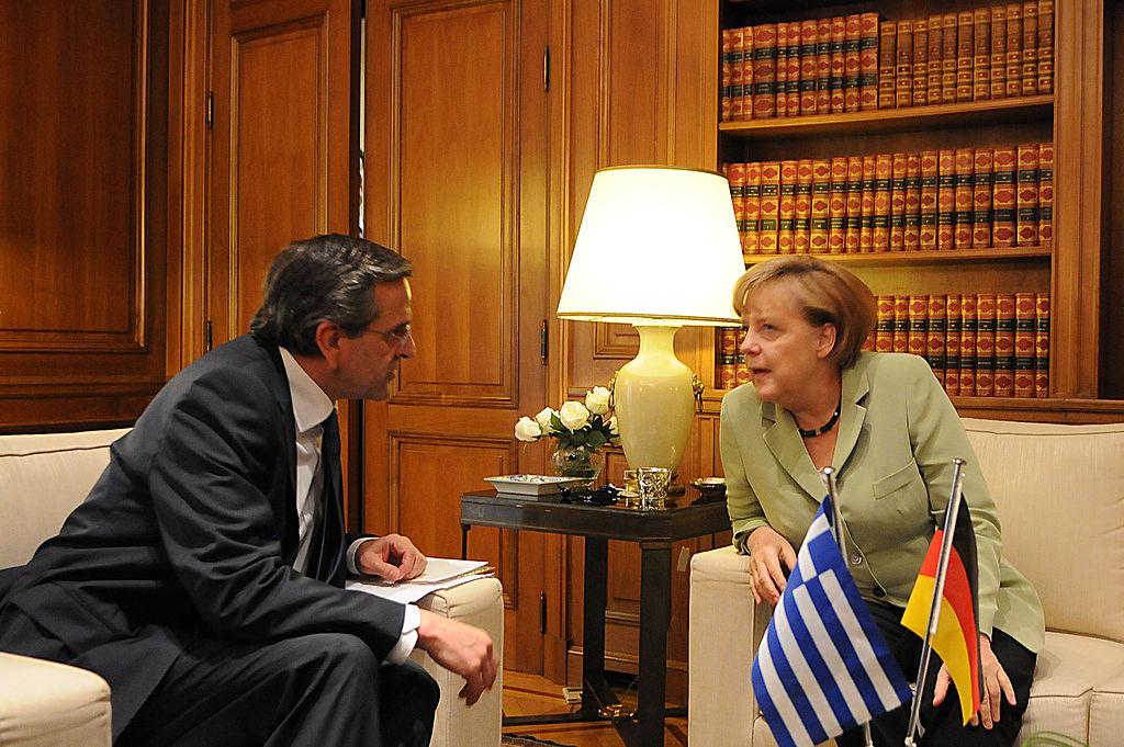 Primeiro Ministro grego Antonis Samaras com chanceler alemã Angela Merkl (foto: wikimedia)