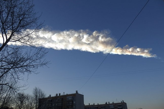 Rasto do meteorito que caiu em Chelyabinsk, 3 minutos após a explosão (foto: Uragan TT / wikimedia)