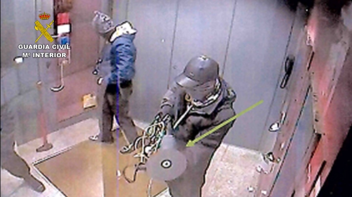 A Guardia Civil desarticula um grupo criminoso autor do roubo de 25 bancos em Portugal (foto: guardiacivil.es)