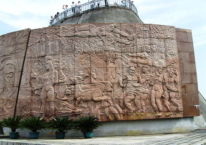 Mural contemporâneo em relevo numa barragem Three Gorges na China (foto: High Contrast / wikimedia)