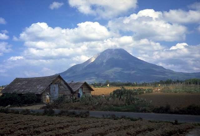 Vulcão Sinabung, Indonésia
