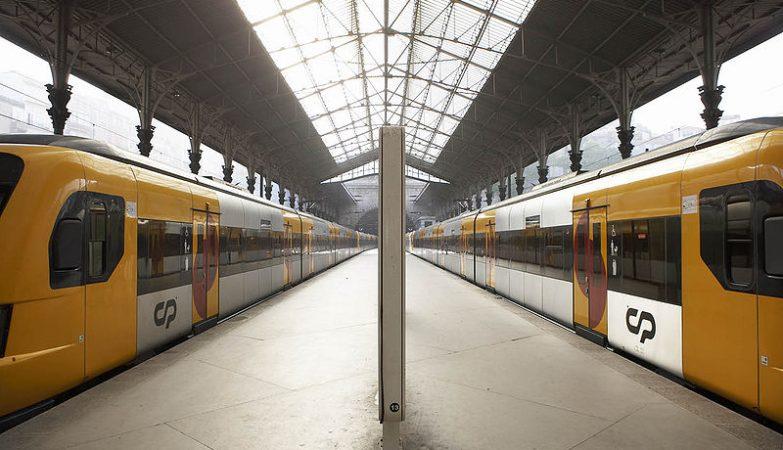 Comboio da CP em Porto São Bento