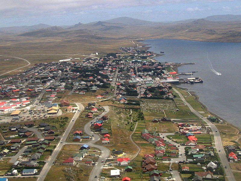Port Stanley, capital das Ilhas Malvinas (foto:  Tom L-C / Wikimedia)