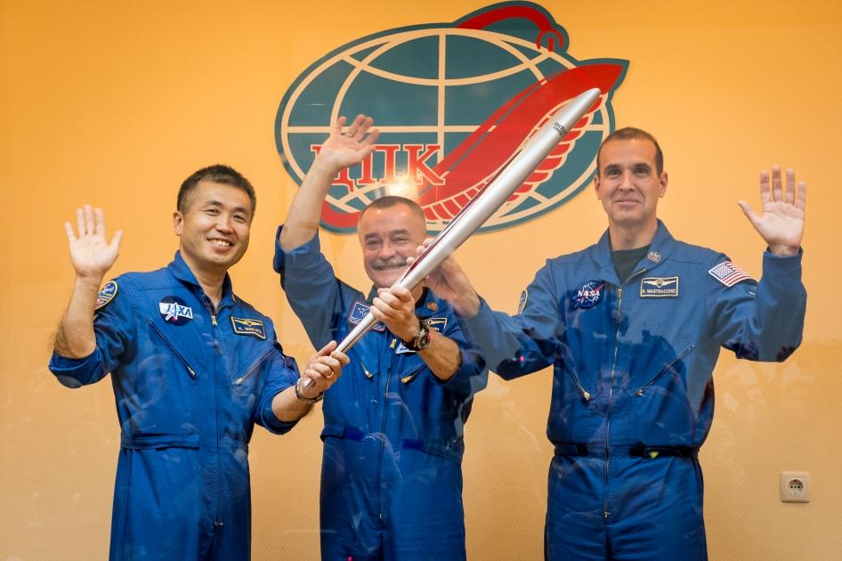 Tocha olímpica chega à Estação Espacial Internacional (foto: Bill Ingalls / NASA)