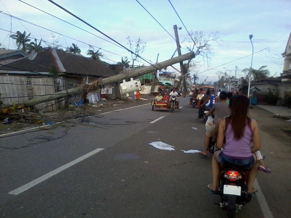 Passagem do super tufão Haiyan nas Filipinas (foto: Rj Luckyone / Facebook)