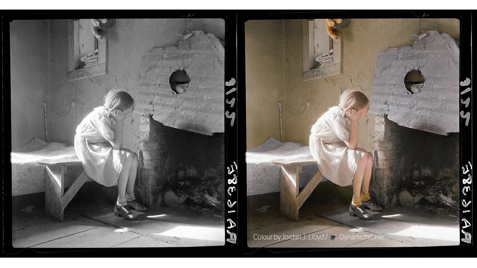 Rapariga amarela (foto a preto e branco de Dorothea Lange, cortesia da Biblioteca do Congresso dos EUA / foto colorida de Jordan J. Lloyd / Dynamichrome).