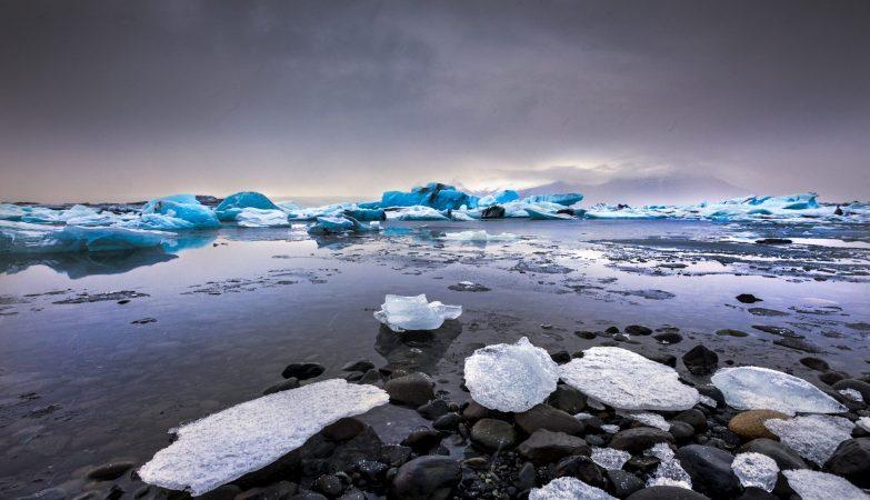 A lagoa glaciar de Jökulsárlón, na Islândia