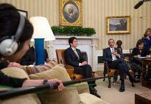 O primeiro-ministro do Japão, Shinzo Abe, com o Presidente dos Estados Unidos, Barack Obama