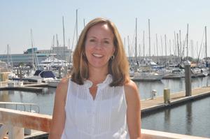 A Dra. Erin Fougeres, Bióloga Marítima da NOAA