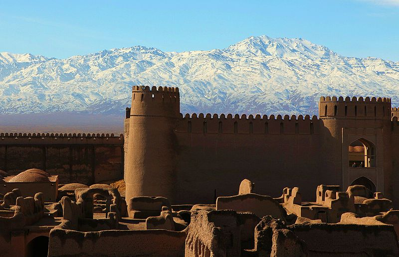 Castelo medieval de Rayen, na cidade de Kerman, no Irão (foto: ninara / wikimedia)