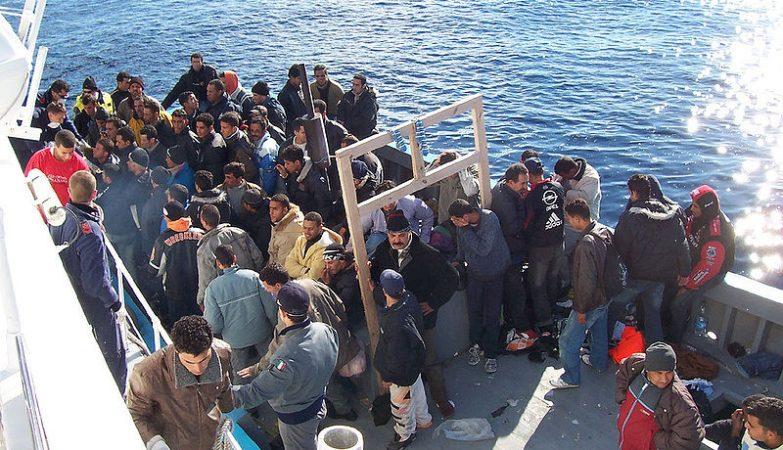 Emigrantes clandestinos recolhidos em Lampedusa, Sicília