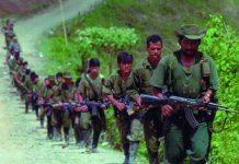 Coluna de guerrilheiros das FARC, na Colômbia
