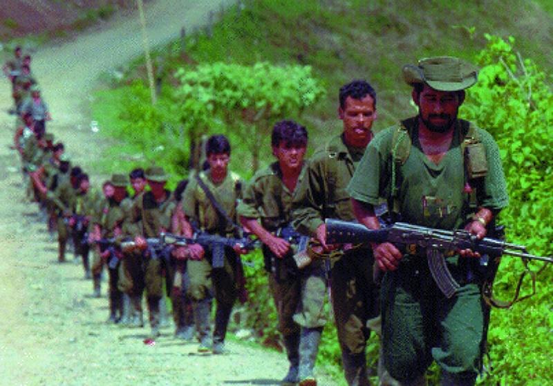 Coluna de guerrilheiros das FARC