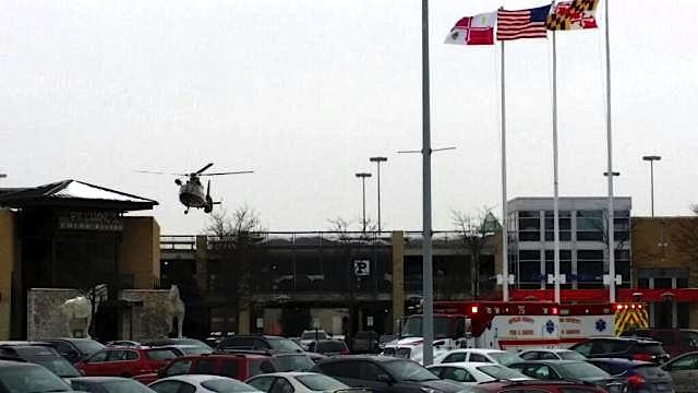 Helicóptero da Polícia aterra no telhado do centro comercial Columbia, em Washington, EUA
