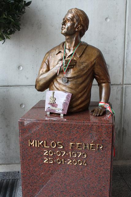 Busto de Miklos Fehér no Estádio da Luz