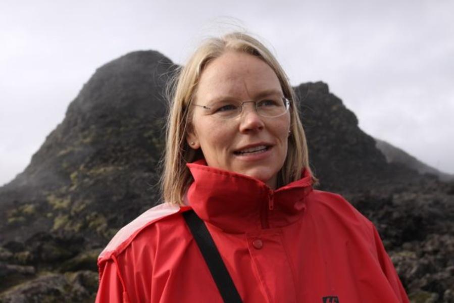 A vulcanóloga islandesa Sigrun Hreinsdottir
