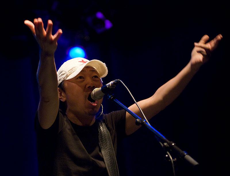 """Cui Jian, o """"pai do rock chinês"""" que foi censurado no Festival da Primavera, esteve em Portugal em 2008 no Festival Músicas do Mundo, em Sines."""