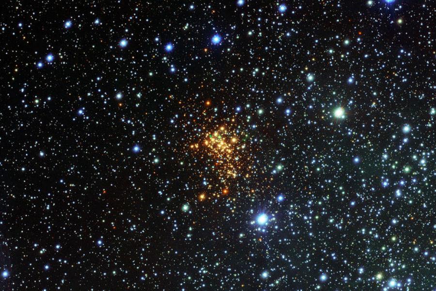 W26, a maior estrela do Universo, localizada no aglomerado de Westerlund 1, a apenas 16 mil anos-luz da Terra
