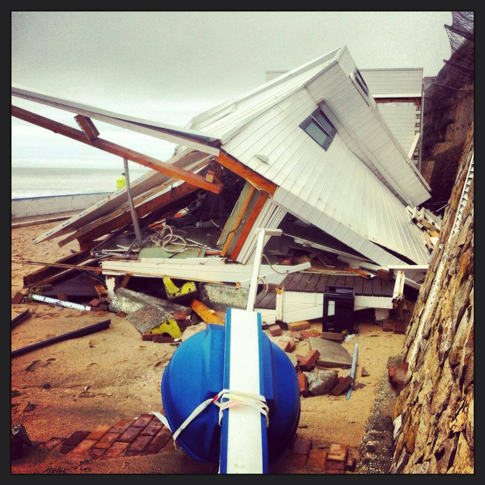 Estragos da Tempestade Hércules no bar da praia do Algodio