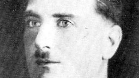 Alfred Rouse estava desesperado para começar uma vida nova e tentou forjar a própria morte, mas acabou por ser capturado e condenado à morte.