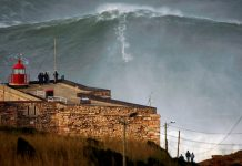 A 1 de novembro de 2011, Garrett McNamara bateu pela primeira vez o recorde da maior onda surfada, na Nazaré, com esta onda.