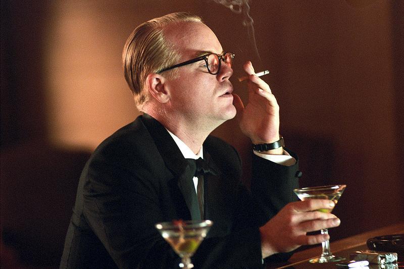 Philip Seymour Hoffman no papel de Truman Capote