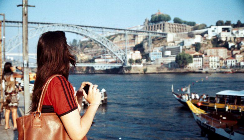 Serra do Pilar e Ponte D. Luís vistas da Ribeira, no Porto