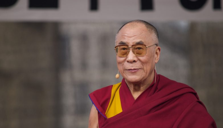 Dalai Lama Aponta As Decisoes Erradas E Lamentaveis De Trump Zap