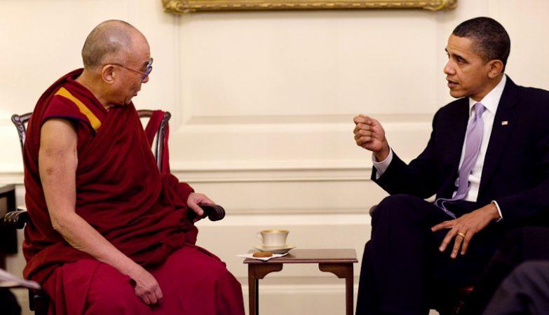 O presidente Barack Obama com Sua Santidade, o Dalai Lama. Os dois Nobel da Paz encontraram-se na Casa Branca, em 2010