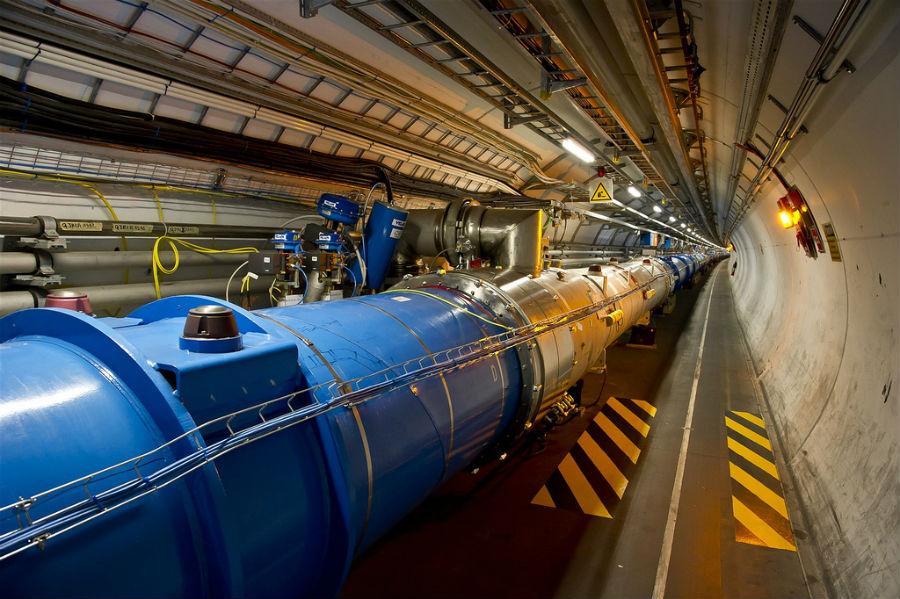 O actual acelerador de partículas com 27km de circunferência
