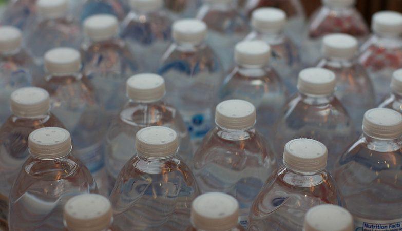 Um copo de 500 ml de algumas marcas pode conter até 15 gramas de açúcar, o equivalente a cerca de quatro colheres de chá, diz a ONG Action on Sugar