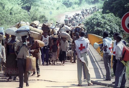 Ao longo de cerca de 100 dias, a começar no assassinato de Juvénal Habyarimana a 6 de abril até meados de julho, pelo menos 500 mil pessoas foram mortas no Ruanda. As estimativas apontam para um balanço entre 800 mil e um milhão de mortos, cerca de 20% da população do país.