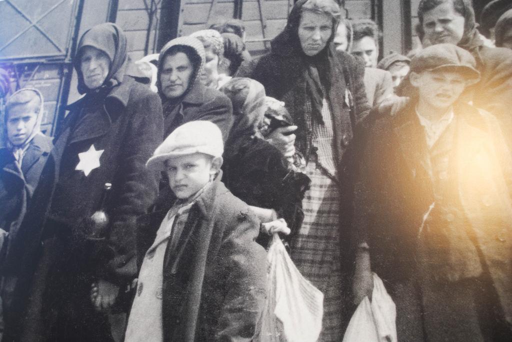 Prisioneiros no campo de Auschwitz