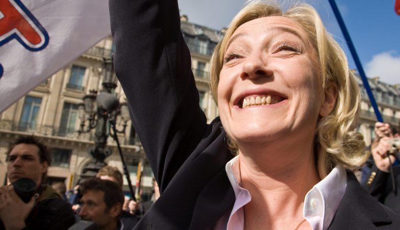 Única candidata, Marine Le Pen é reeleita presidente da Frente Nacional francesa