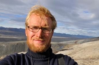 O paleobiólogo molecular Jakob Vinther, da Universidade de Bristol