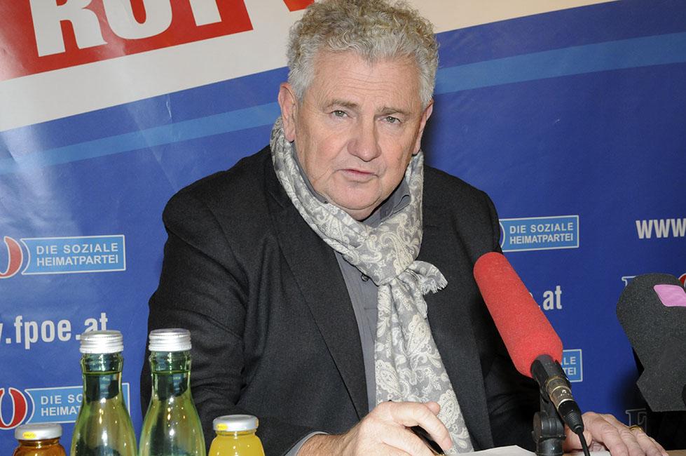 O euro-deputado Andreas Mölzer, do Partido da Liberdade, de extrema direita, na Áustria