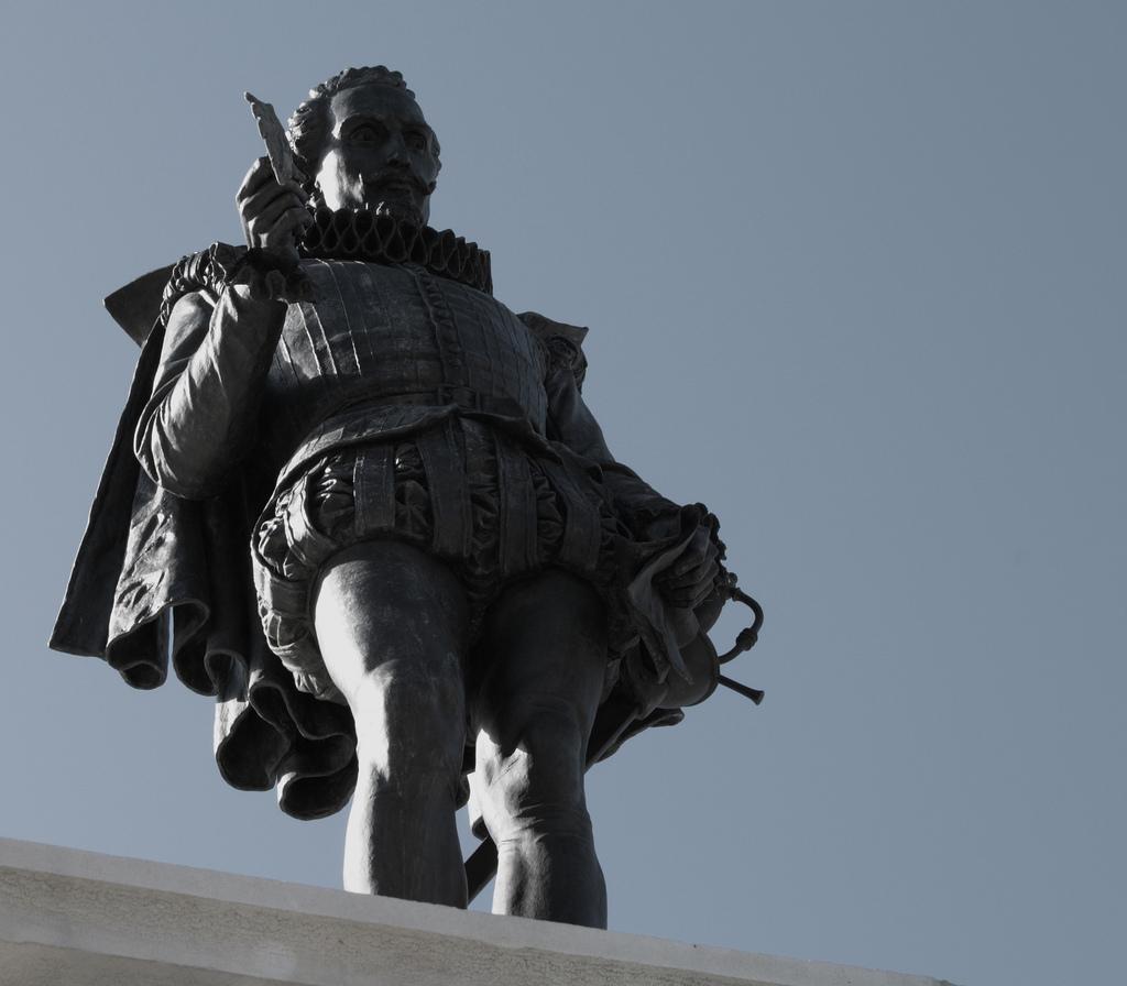 Estátua do escritor Miguel de Cervantes