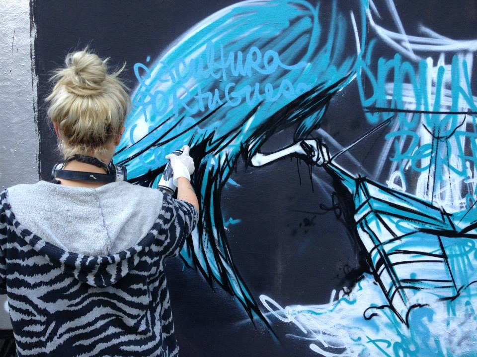 A artista urbana e ilustradora Tamara Alves