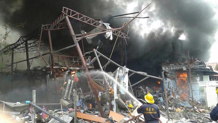 Pelo menos seis mortos em explosão de uma bomba da II Guerra Mundial numa sucata em Banguecoque