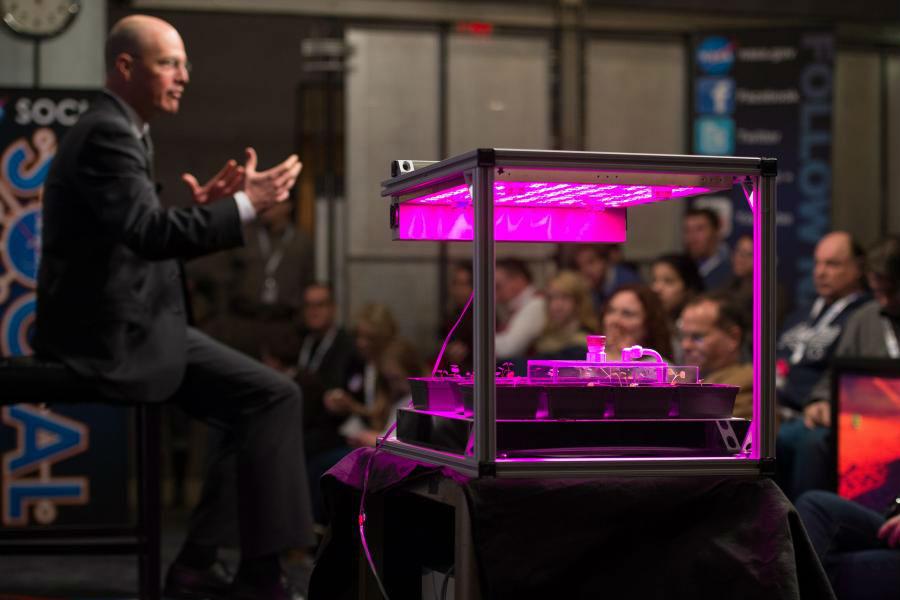 Marshall Porterfield, da NASA, explica o projecto VEGGIE
