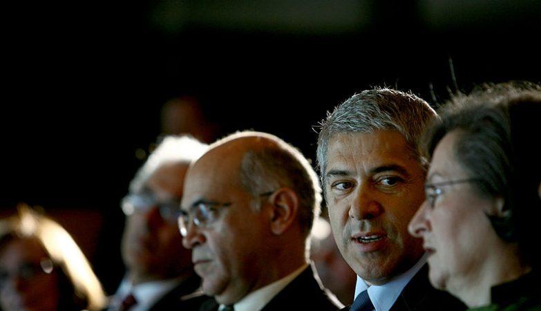 O ex-primeiro-Ministro português José Sócrates e ao seu lado esquerdo a ex-ministra da Educação Maria de Lurdes Rodrigues