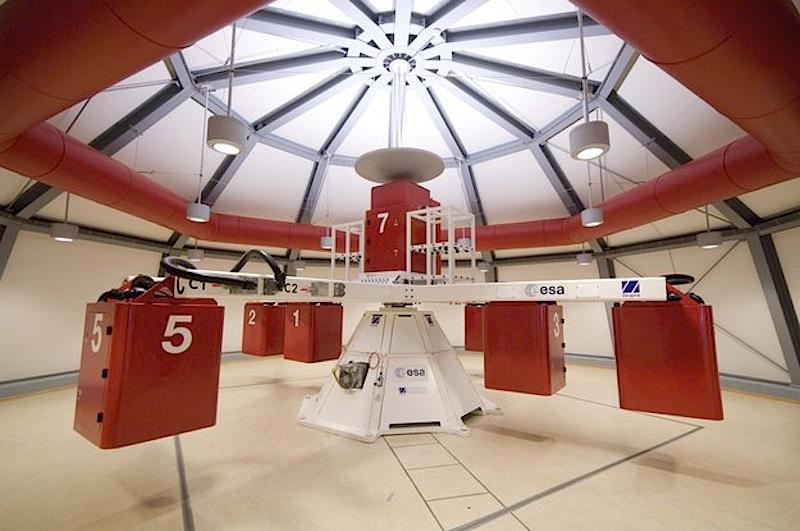 Instalações da Large Diameter Centrifuge (centrifugadora de grande diâmetro) no European Space Research and Technology Centre (ESTEC) da ESA, em Noordwijk, na Holanda