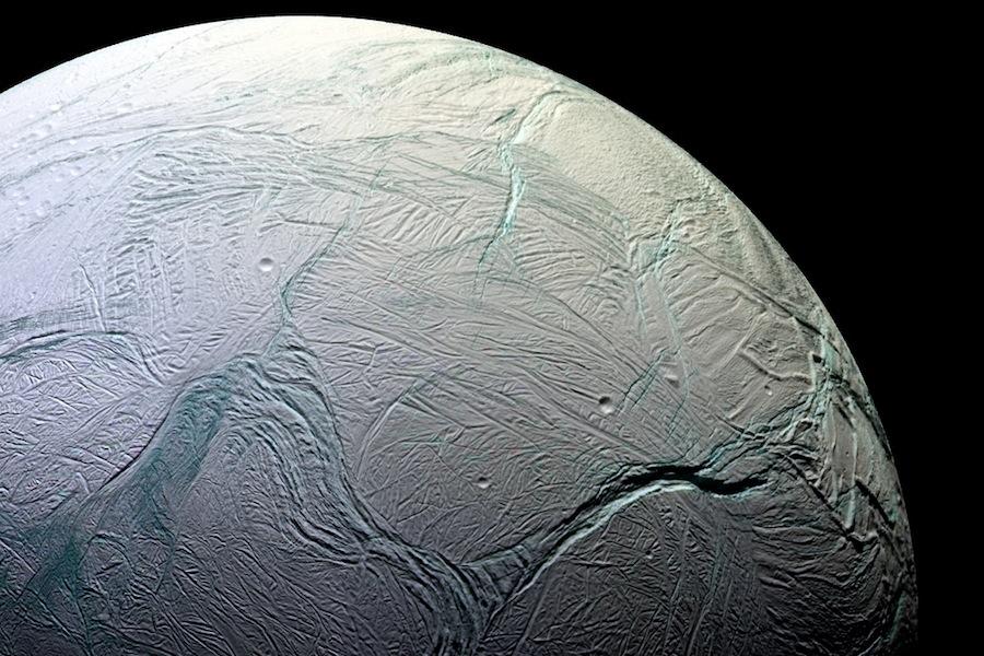 Encelado, uma das luas de Saturno