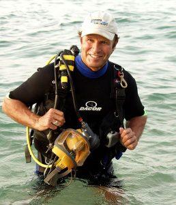 O explorador subaquático Barry Clifford