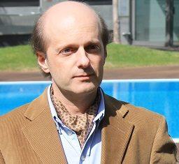 O professor Carlos dos Santos Luiz, da ESEC