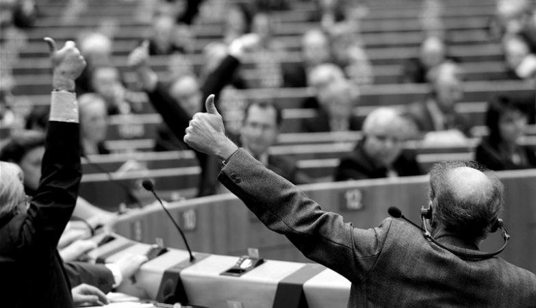 Eurodeputados durante uma votação no Parlamento Europeu