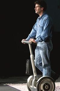 O braço biónico foi desenvolvido por Dean Kamen, o inventor da Segway