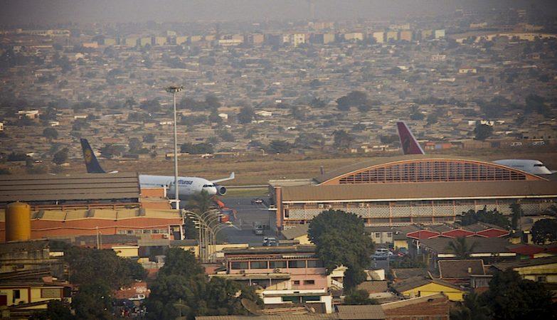 Aeroporto Luanda Chegadas : Funcionários do aeroporto de luanda expulsos por extorquir